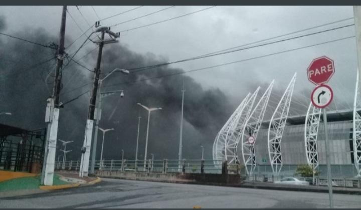 Incêndio atinge área interna da Arena Castelão, em Fortaleza