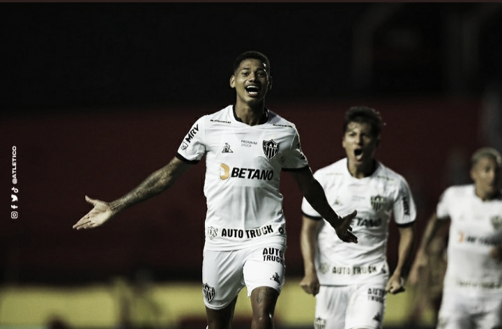 Em jogo de cinco gols e expulsão de Sampaoli, Atlético-MG vence Sport