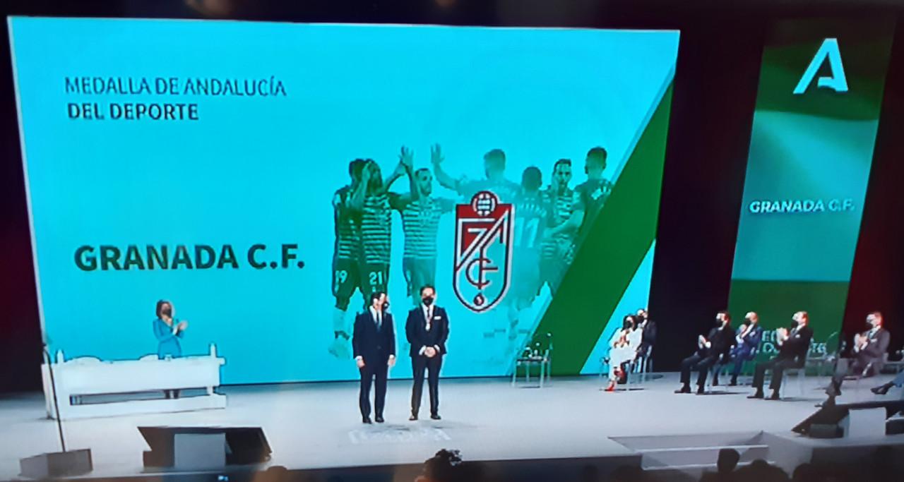 El Granada CF recibe la Medalla de Andalucía del Deporte