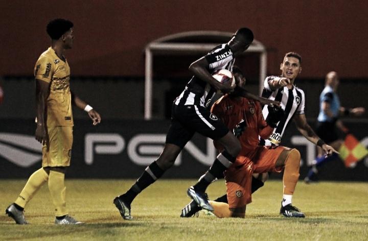 Botafogo sai atrás e busca empate contra invicto Madureira