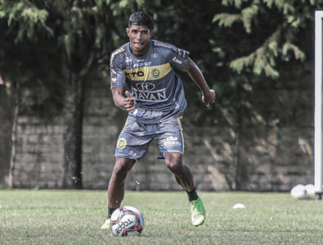"""Oberdan projeta decisão do FC Cascavel na Copa do Brasil: """"Seguimos com pés no chão"""""""