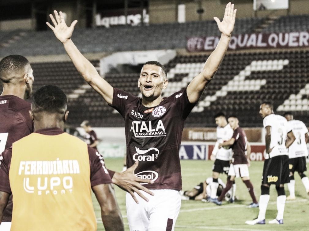 Corinthians sai na frente, mas leva virada da Ferroviária fora de casa com golaço de falta