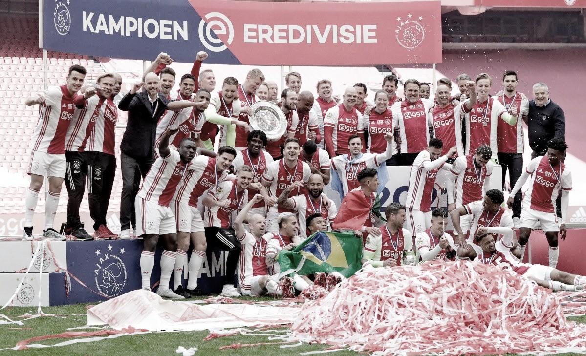 Antony e David Neres celebram 35º título do Ajax no Campeonato Holandês