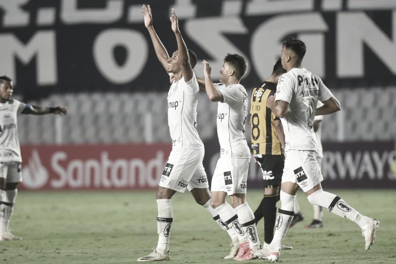 Santos goleia The Strongest e se mantém vivo na Libertadores