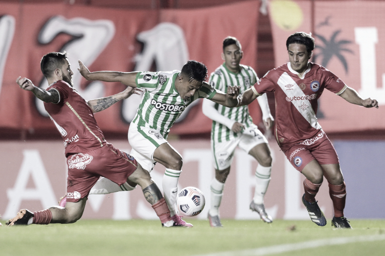 Atlético Nacional cayó en el final ante Argentinos y comprometió su clasificación en Libertadores