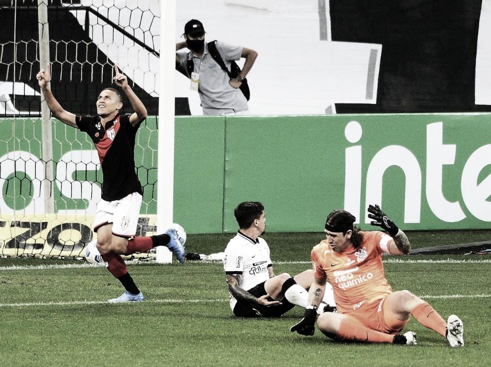 Atlético-GO vence Corinthians fora de casa e leva vantagem para jogo de volta da Copa do Brasil