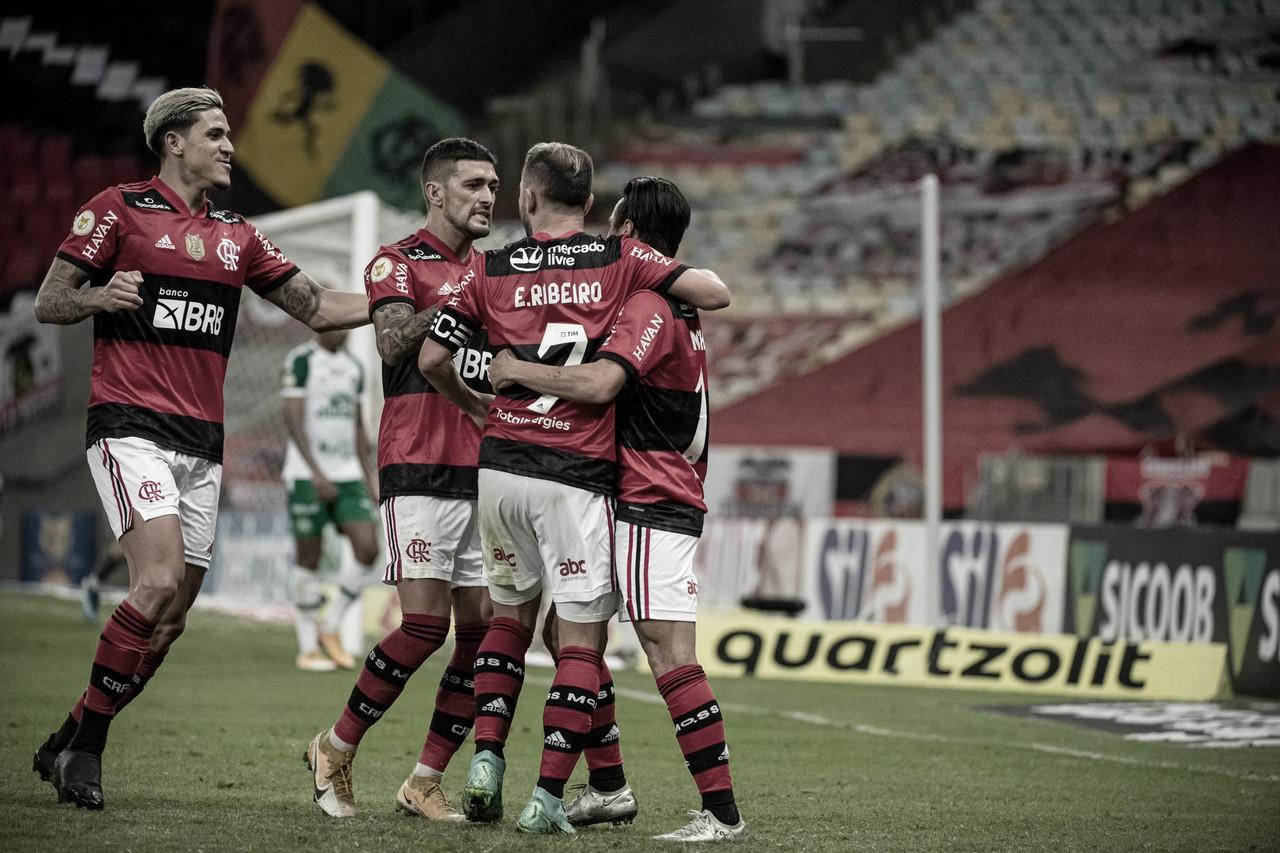 Flamengo vira sobre a Chapecoense e volta a vencer no Brasileirão