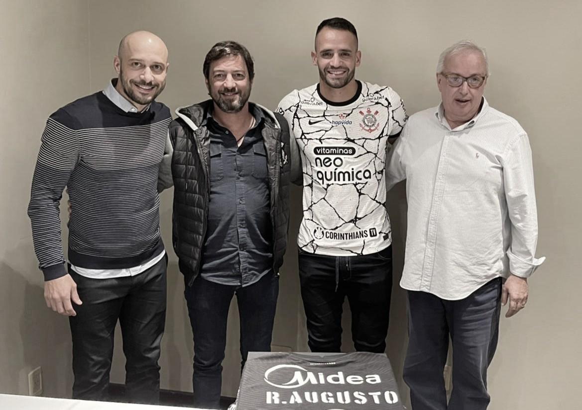 O bom filho a casa torna: Corinthians confirma chegada de Renato Augusto