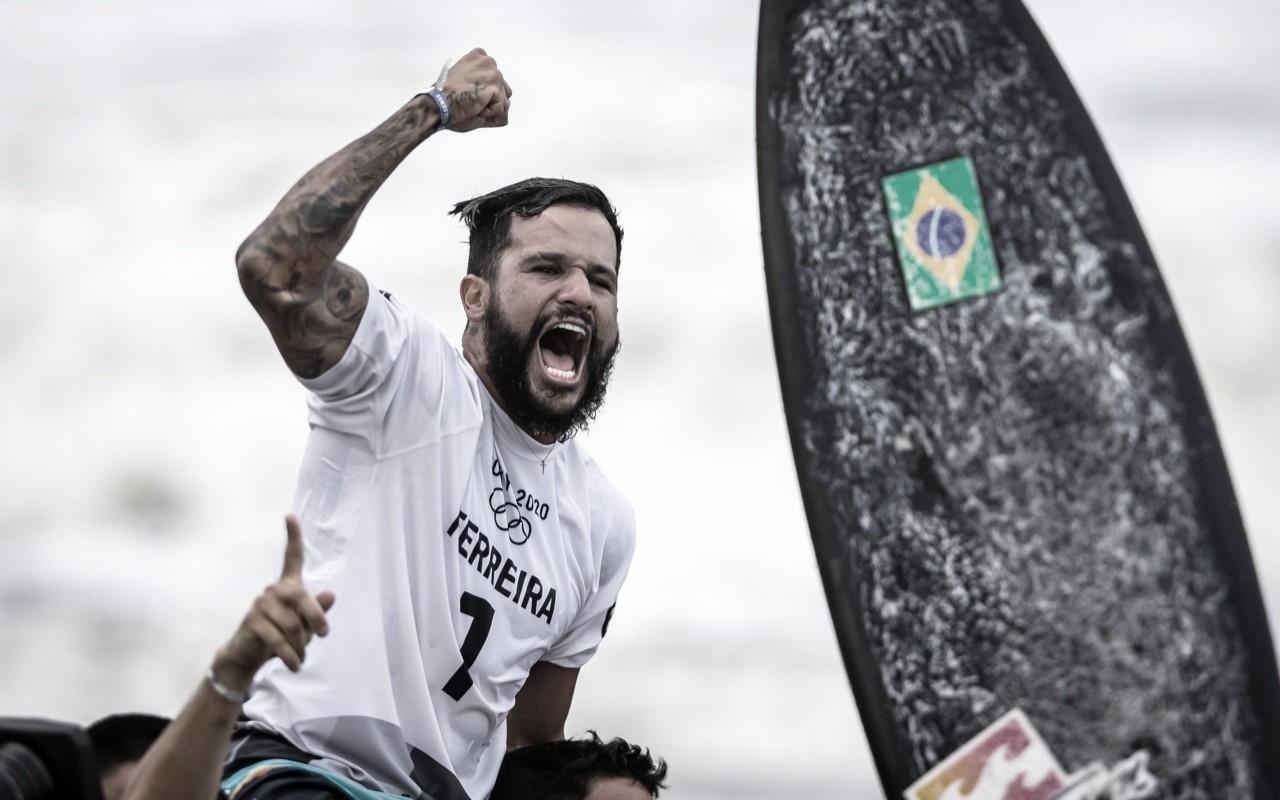 Ítalo Ferreira dá show, derrota algoz de Medina e conquista primeiro ouro do Brasil em Tóquio 2020