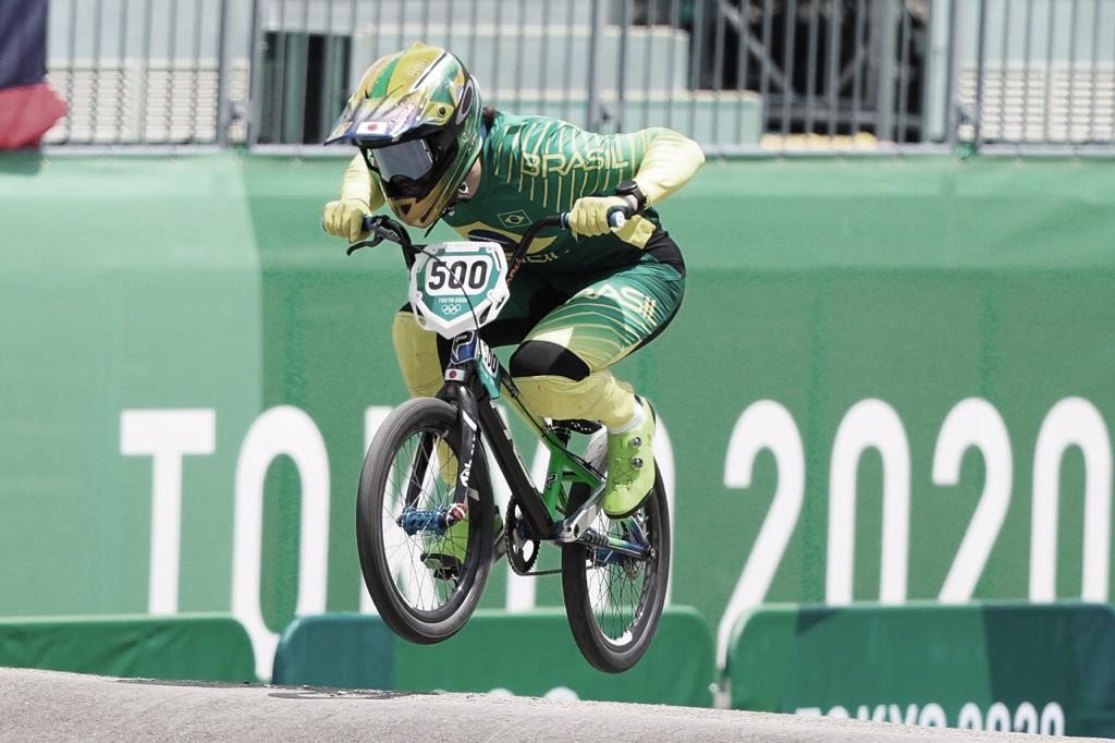 Brasileiro Renato Rezende faz boa prova e avança às semifinais do ciclismo BMX nas Olimpíadas