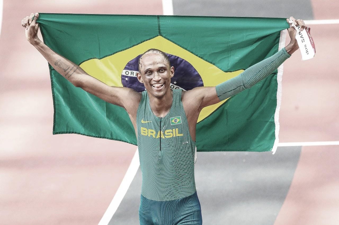 É do Brasil! Alison dos Santos conquista medalha de bronze nos 400m com barreiras