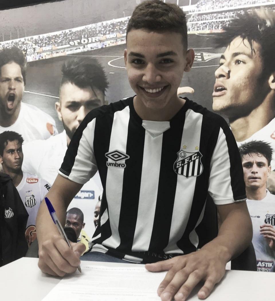 Promovido ao Sub-20 e com primeiro contrato profissional assinado, Deivid se consolida no Santos