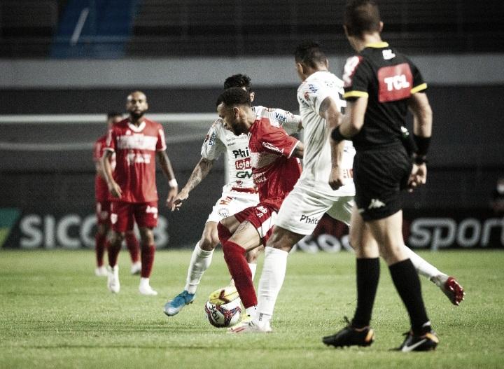 Técnico Allan Aal lamenta chances perdidas pelo CRB após empate com Operário