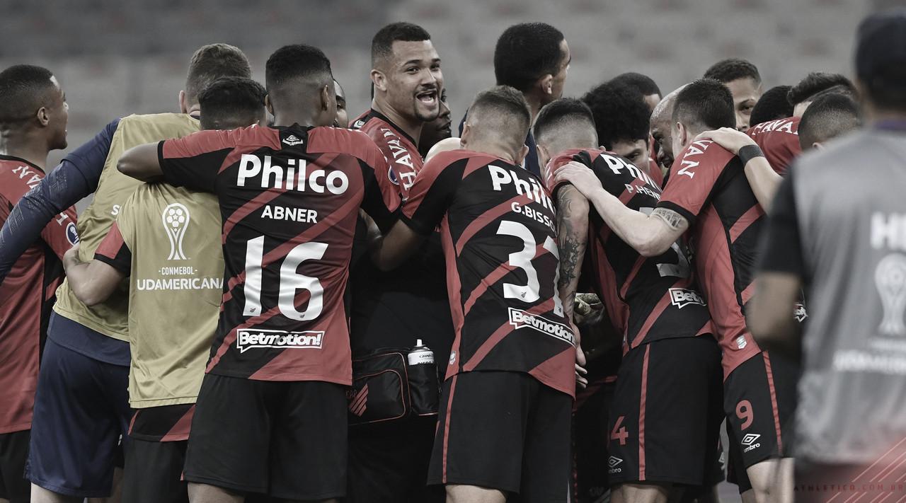 Athletico busca dois gols, elimina LDU de maneira dramática e está nas semis da Sul-Americana