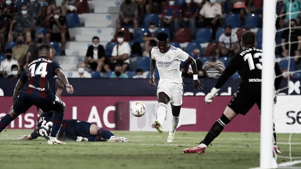 Vinícius Júnior brilha, marca duas vezes, mas Real Madrid apenas empata com Levante por LaLiga