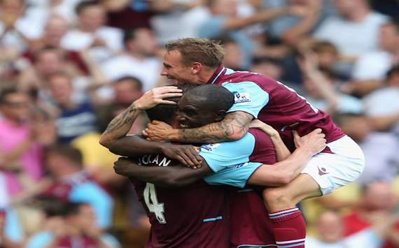 El West Ham vence al Aston Villa en su retorno a la Premier League