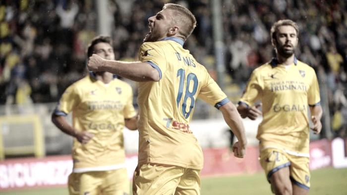 Serie B: frena l'Hellas, aggancio Frosinone. Nelle zone basse preziose vittorie per Cesena ed Avellino