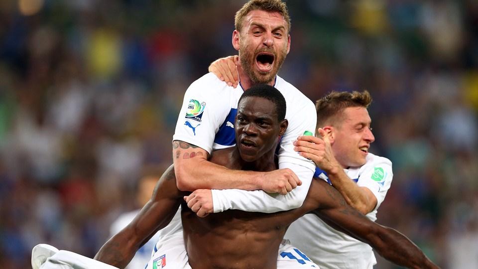 Balotelli e Pirlo brilham, e Itália bate México no Maracanã