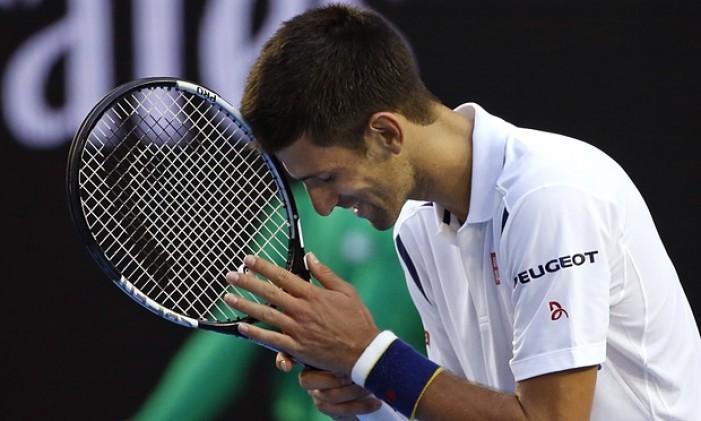 Australian Open, day 7: Djokovic ha bisogno di cinque set contro Simon. Volano Federer e Nishikori