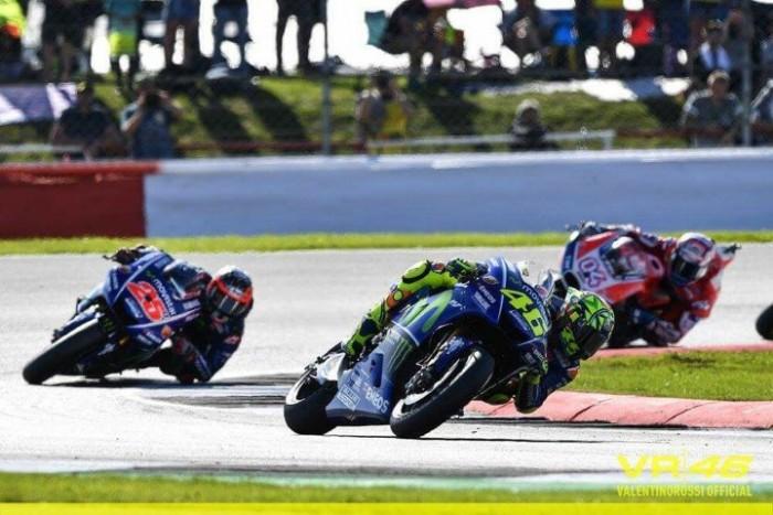 MotoGp - Rossi in ospedale! Sospetta frattura di tibia e perone