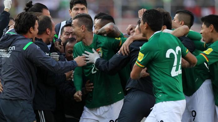 Bolívia joga bem, faz as pazes com a torcida e derrota o Peru no Hernando Siles