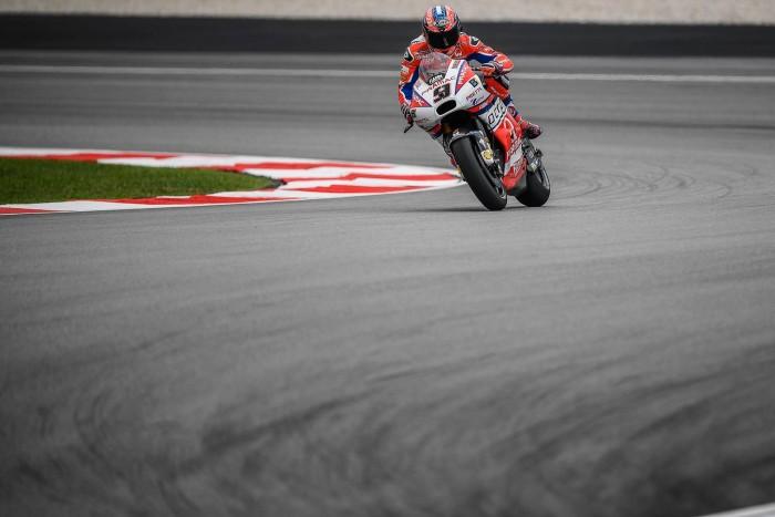 MotoGP: spettacolare rimonta di Danilo Petrucci in Malesia, da ultimo a 6°