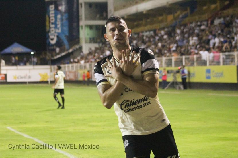 Ruben Monges celebrando su primer gol con Dorados de Sinaloa