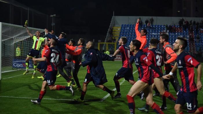 Il Crotone vince e sale momentaneamente in vetta: Lanciano battuto 1-0