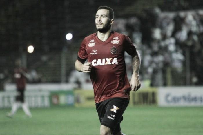 Brasil de Pelotas vence Oeste de virada e se afasta da zona de rebaixamento