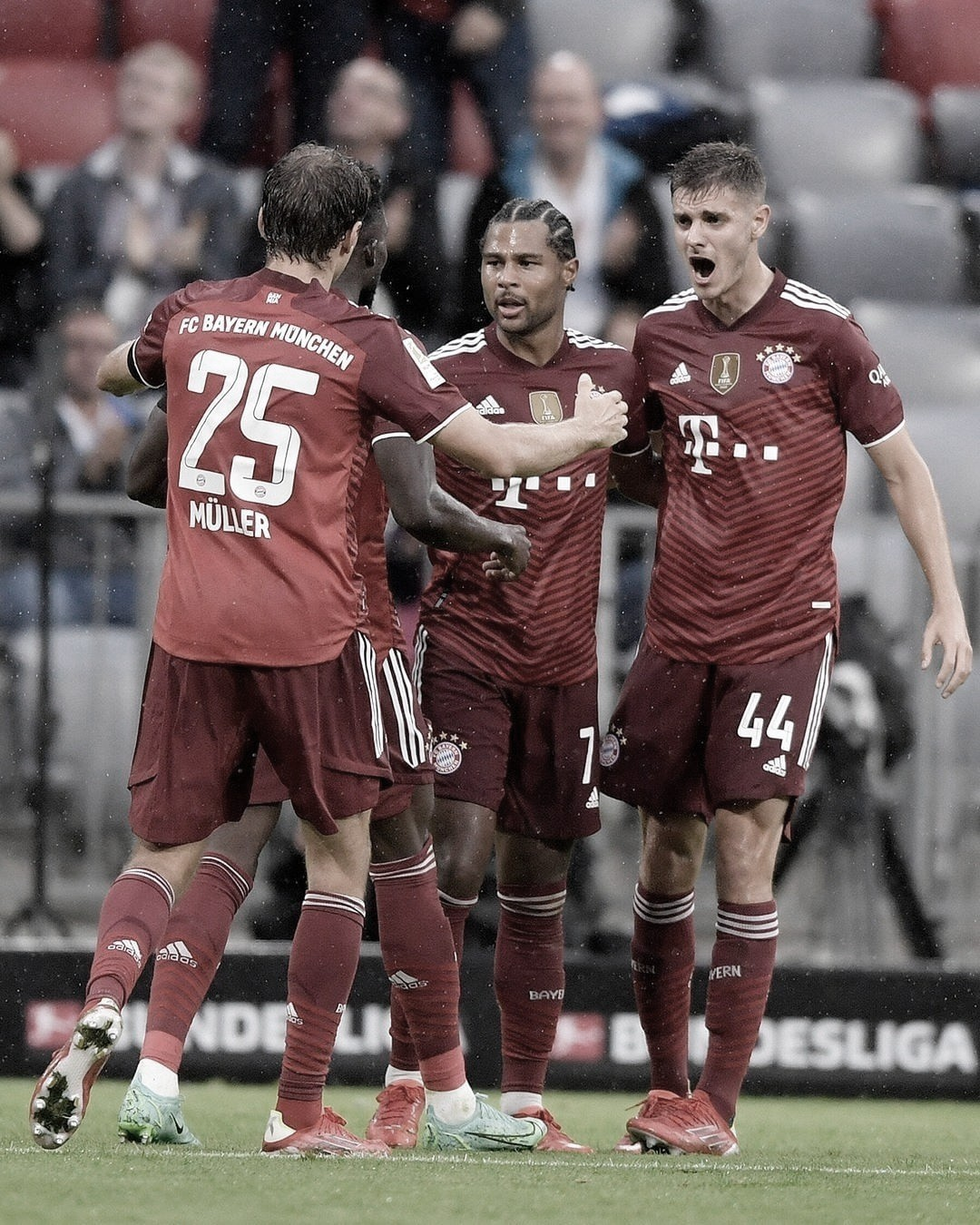 Bayern Múnich venció al Colonia y logró su primer triunfo