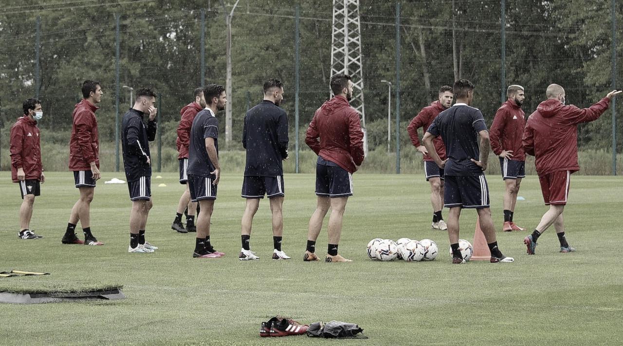 Los jugadores del cuadro rojillo durante el entrenamiento | Fuente: @CDMirandes (Twitter)