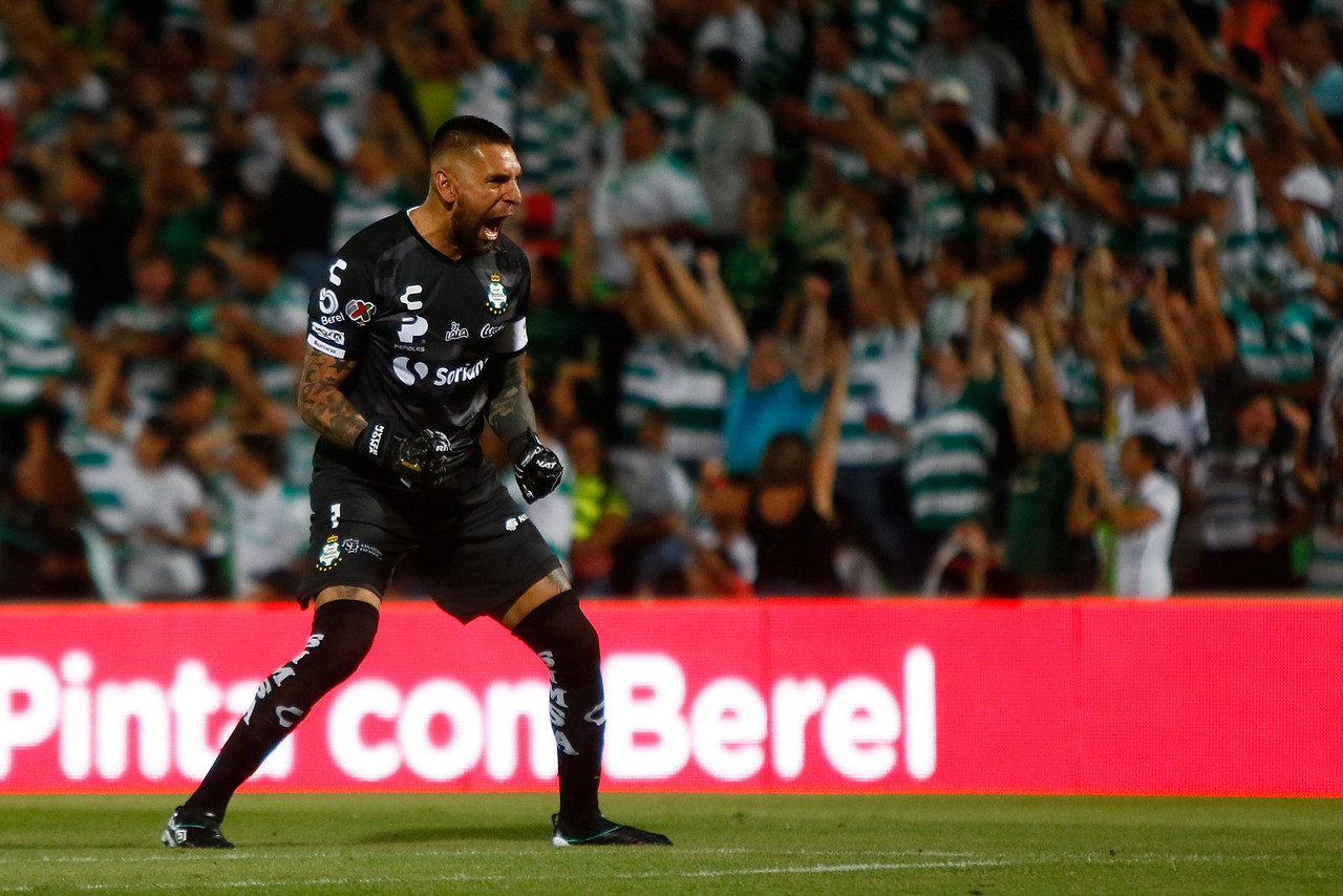 En cinco minutos, Santos liquidó a Rayados