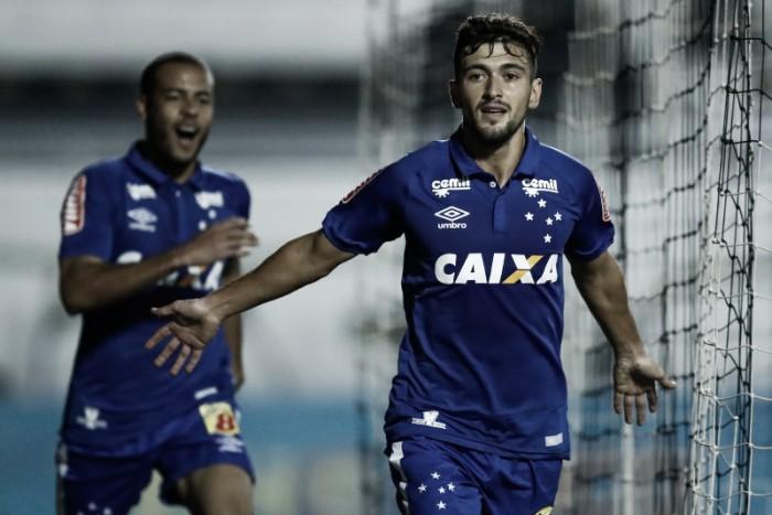 Arrascaeta marca dois, Cruzeiro goleia Ponte Preta e se reabilita no Brasileirão