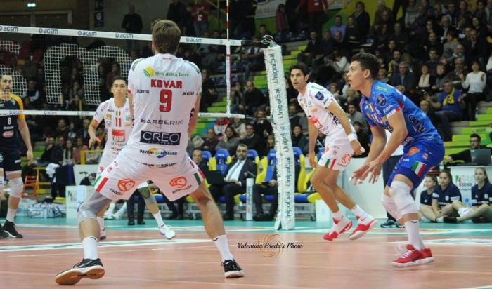 Volley M - Nella Superlega UnipolSai la Lube si impone al tie break su Padova. Modena vince facile