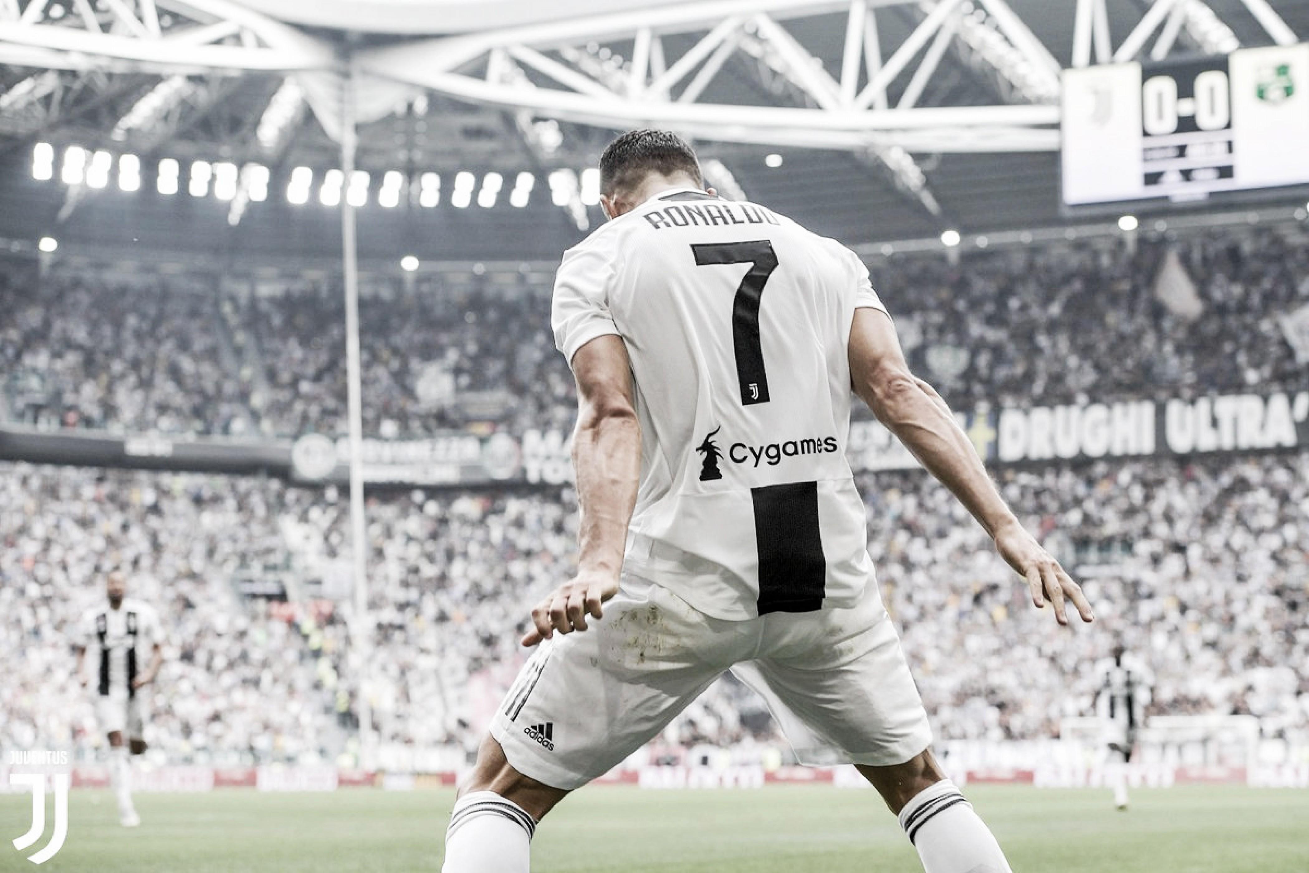 CR7 desencanta, Douglas Costa é expulso e Juventus vence Sassuolo na Serie A