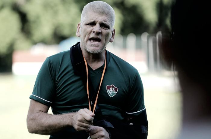 Recuperado após acidente, Léo Percovich retorna e comanda treino do sub-20 do Fluminense
