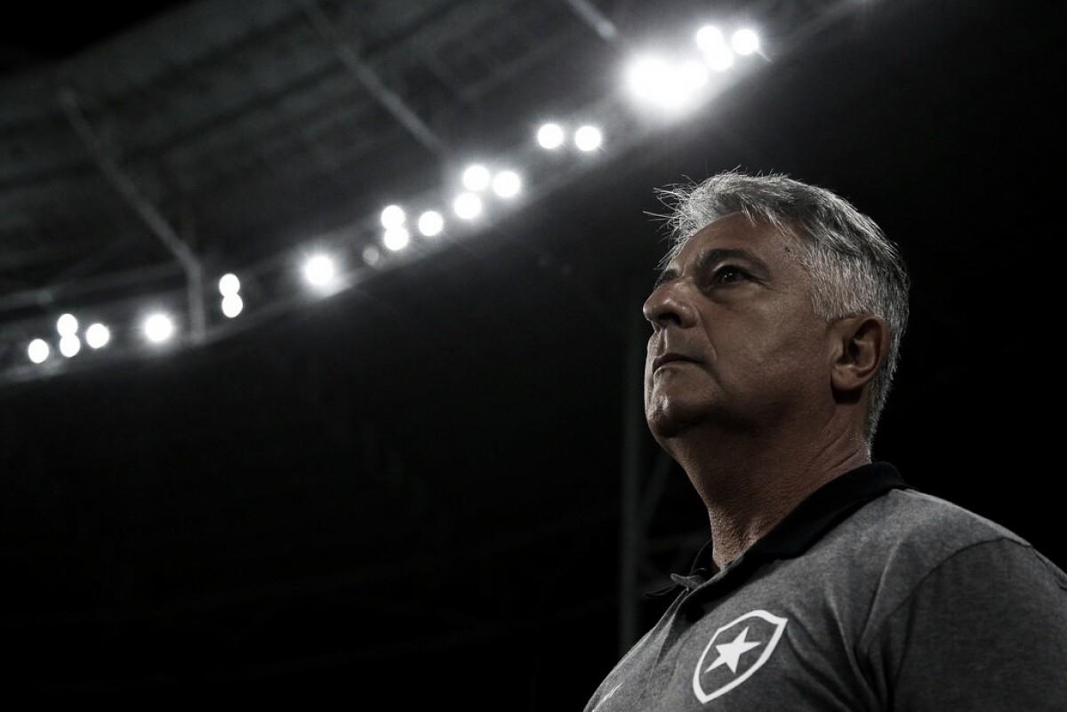 Após derrota para Nacional-PAR, Marcos Paquetá é demitido e deixa comando do Botafogo