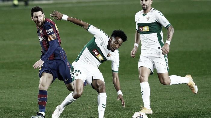Johan Mojica, titular en la derrota contra el FC Barcelona