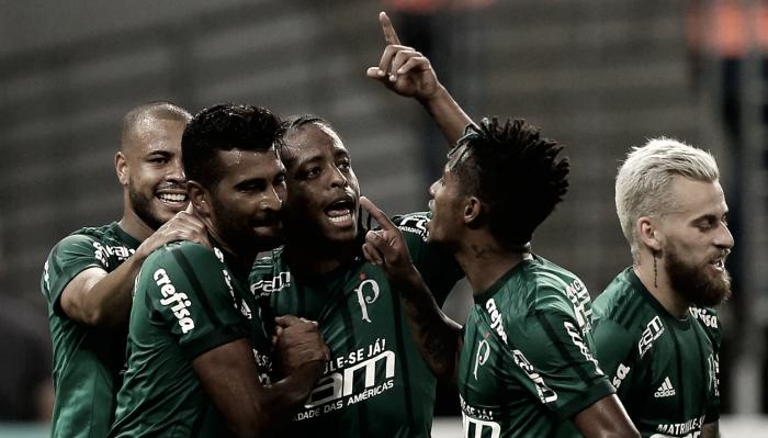 Jailson defende pênalti, Thiago Santos tem noite de artilheiro e Palmeiras vira sobre Red Bull Brasil