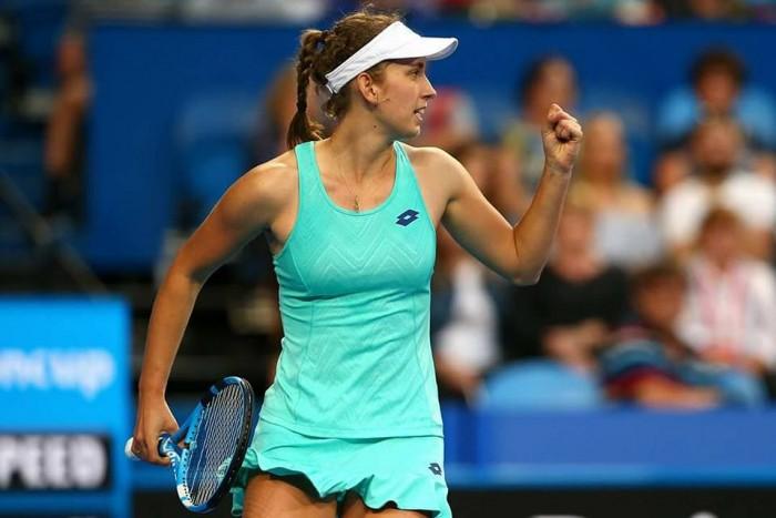WTA Hobart, fuori Begu e Siniakova. Avanza la Mertens