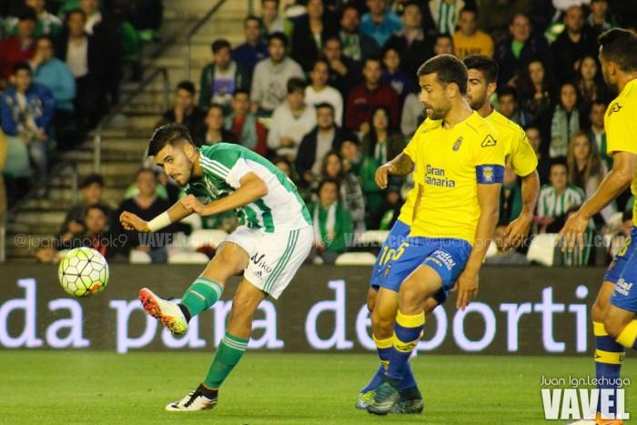 El Real Betis aleja a los fantasmas y seguirá en Primera