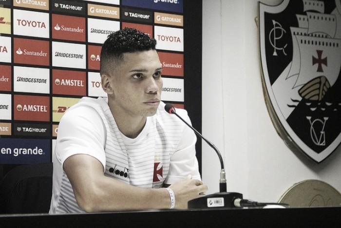 Autor do gol da classificação do Vasco na Libertadores, Paulinho celebra recorde