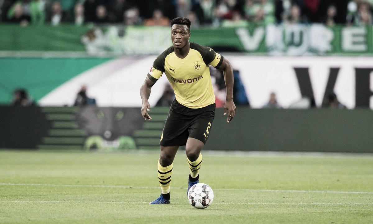 Lucien Favre celebra sequência invicta do Borussia Dortmund e rasga elogios a Zagadou
