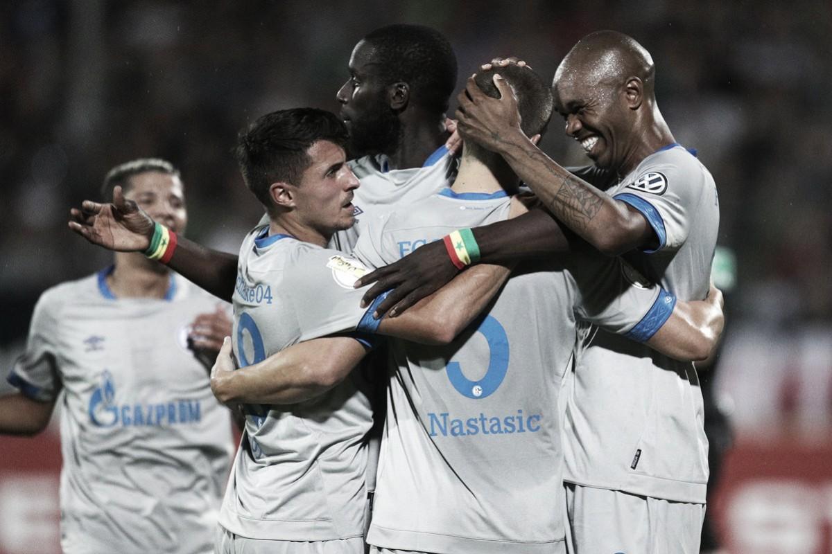 Schalke 04 bate Schweinfurt 05 em jogo tranquilo e avança na Copa da Alemanha