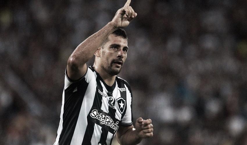Diego Souza agradece apoio da torcida e enaltece força do Botafogo dentro do Nilton Santos