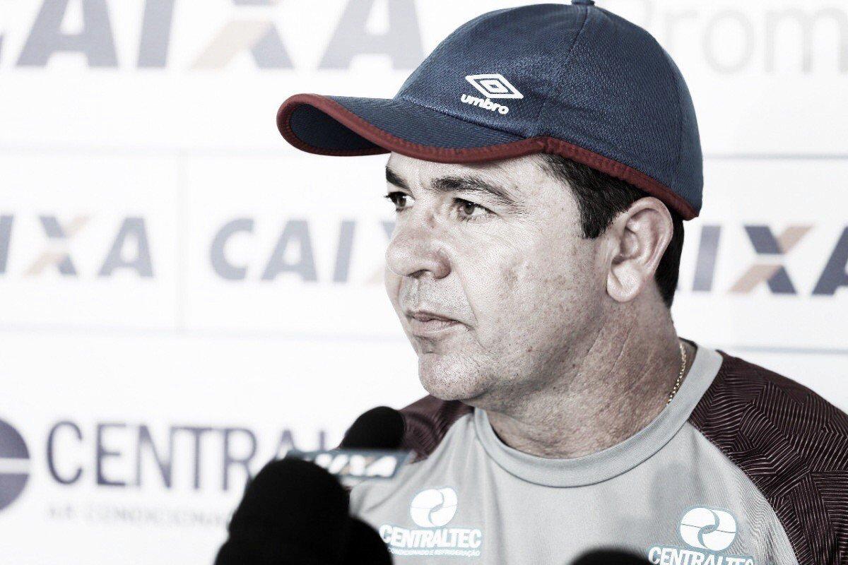 """Enderson Moreira rasga elogios a Edgar Junio: """"Referência no futebol brasileiro"""""""