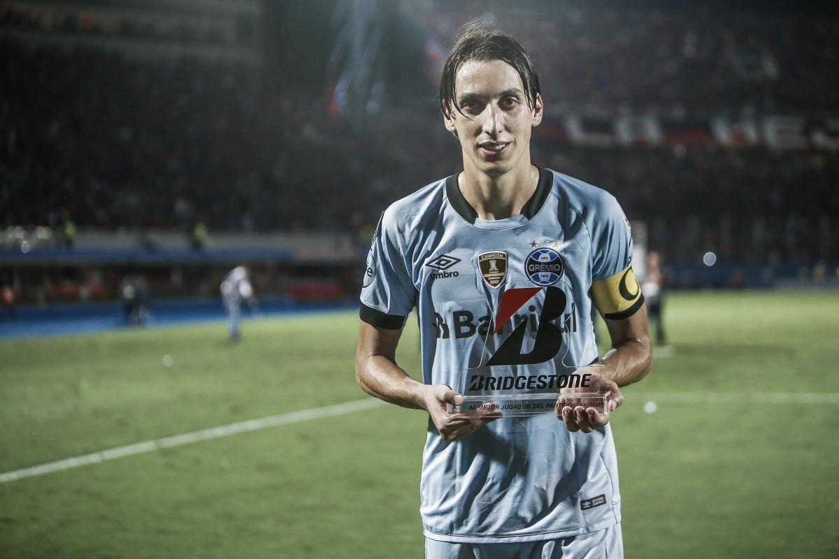 """Geromel parabeniza grupo do Grêmio pela entrega no Paraguai: """"Empate foi justo"""""""