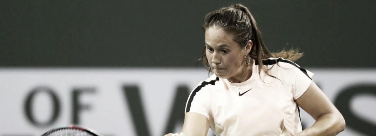 """Com direito a """"pneu"""", Kasatkina arrasa Kerber e crava seu nome na semifinal de Indian Wells"""