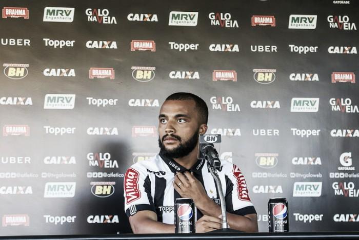 Samuel Xavier chega ao Atlético-MG com aval do treinador e espera 'dar alegrias ao torcedor'