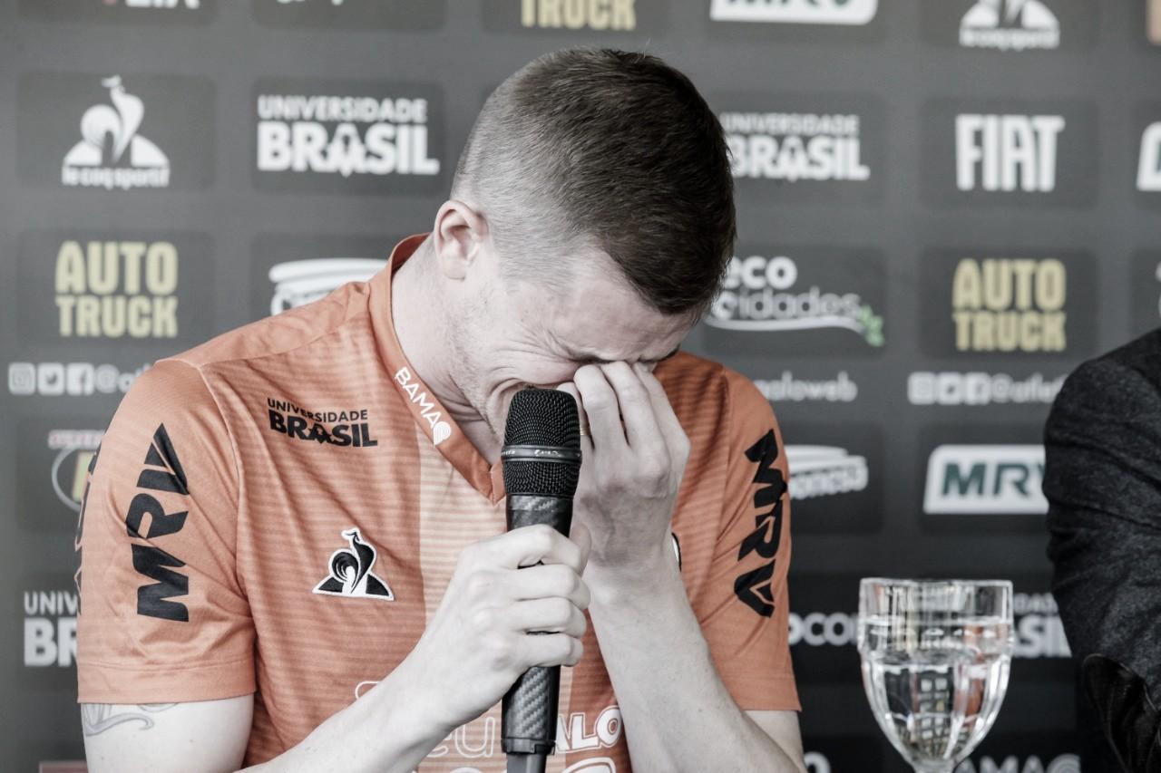 Problemas cardíacos interrompem carreira de Adílson, volante do Atlético-MG